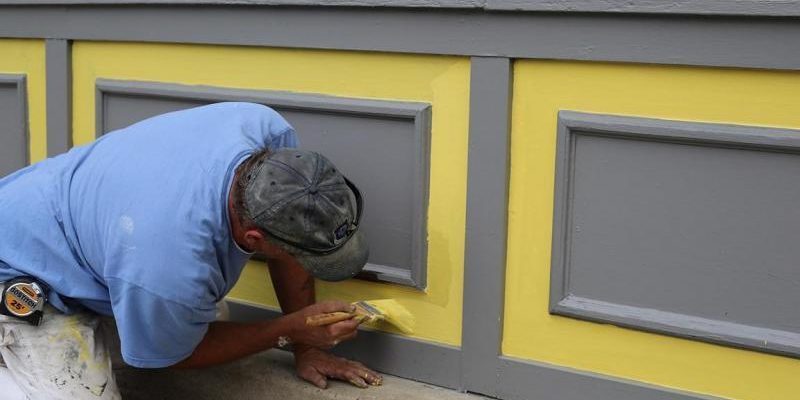 painting-contractor-at-work-800x533
