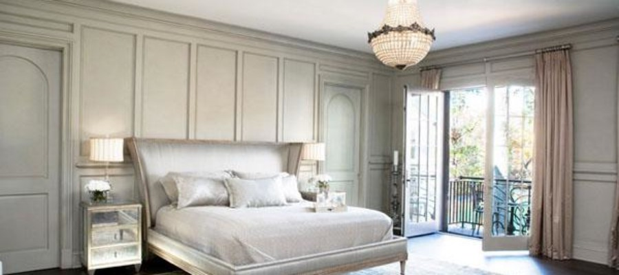 The-elegant-grey-bedroom-with-chandelier